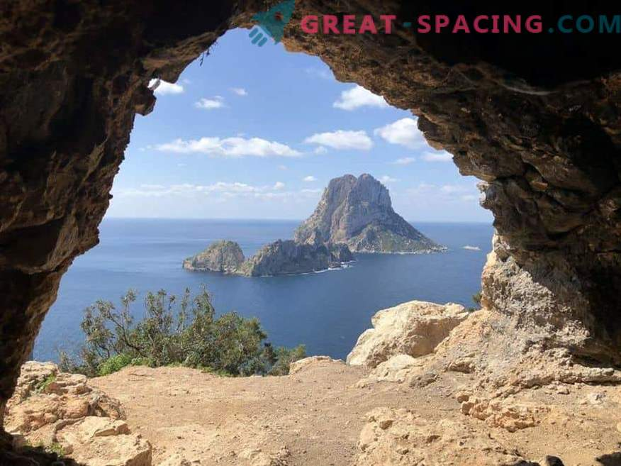 Fishermen continue to see strange lights near the island of Es Vedra. Rumors and myths