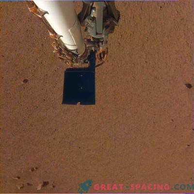 InSight frees up a robotic arm! New photos from Mars
